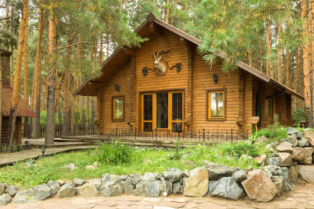 residential-cabin-in-the-forest