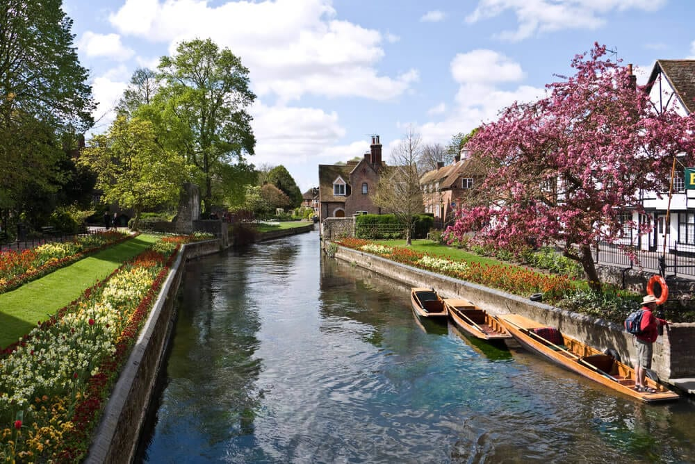 The-Cathedral-City-of-Canterbury-in-England-is-the-ultimate-destination-for-your-residential-log-cabin01232