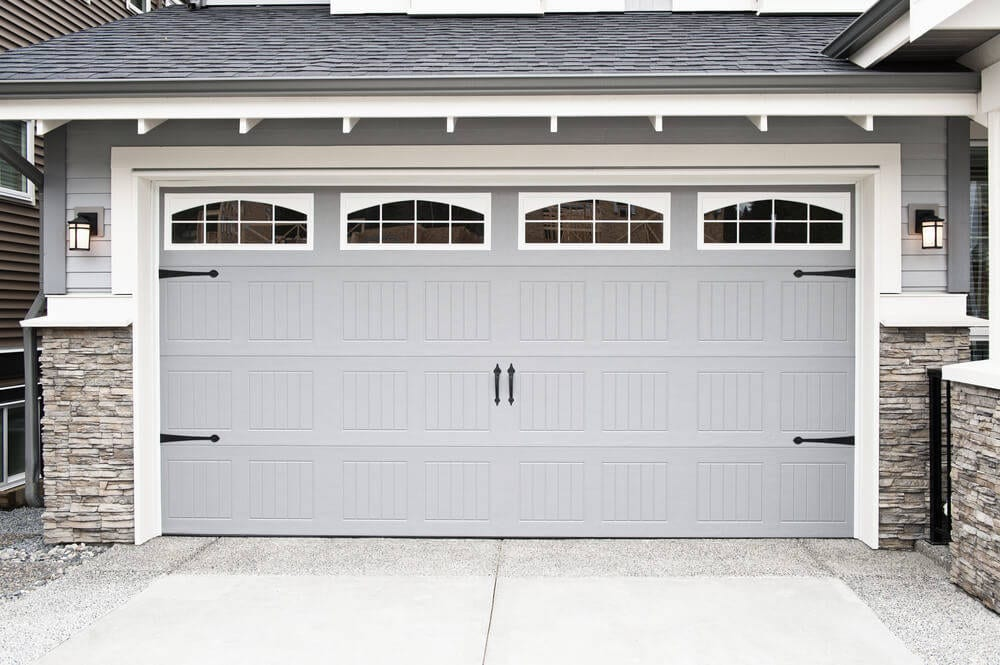 Checking-the-wooden-garage-door-is-the-first-step-to-renovating-04253